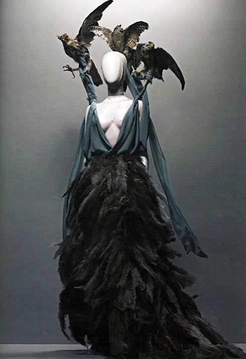 alex_mcqueen_savage_beauty_met_museum_32