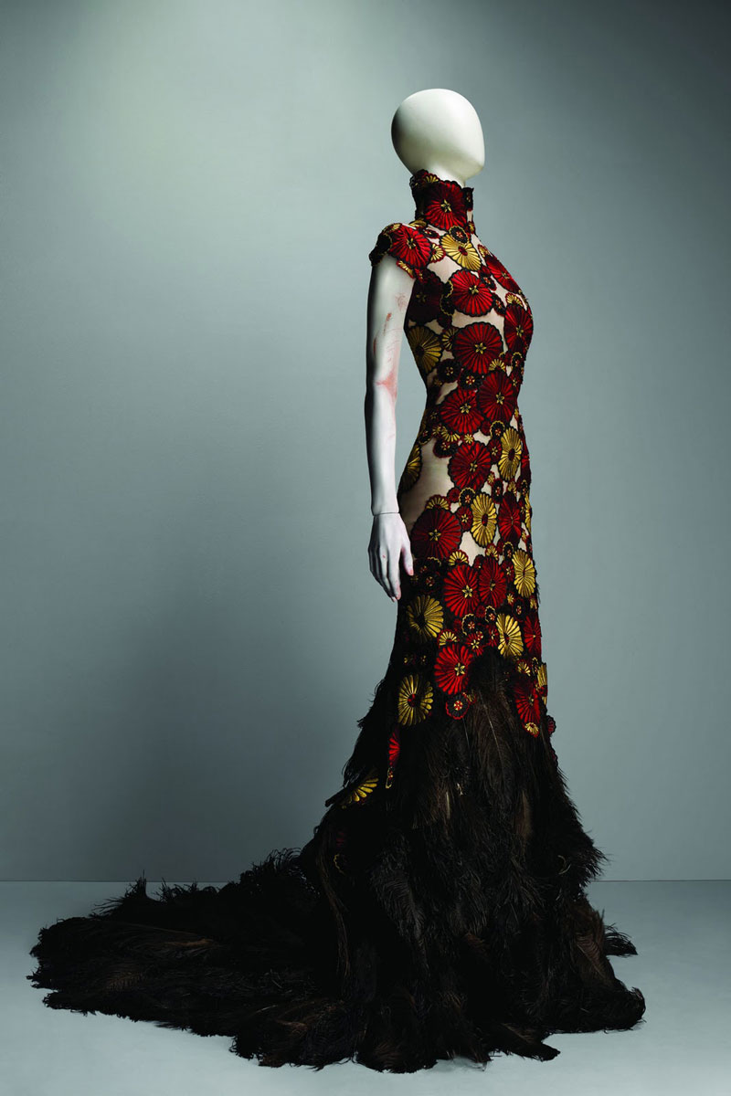 Alexander_Mc_Queen3_savagebeauty_featherdress
