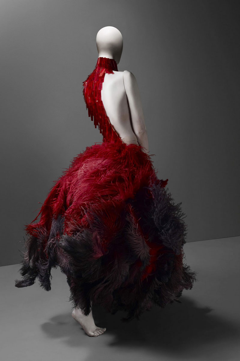 Alexander_Mc_Queen_glass_feathers_dress_red_savagebeauty