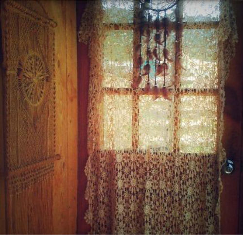 crochet-doily-curtains-weheartit